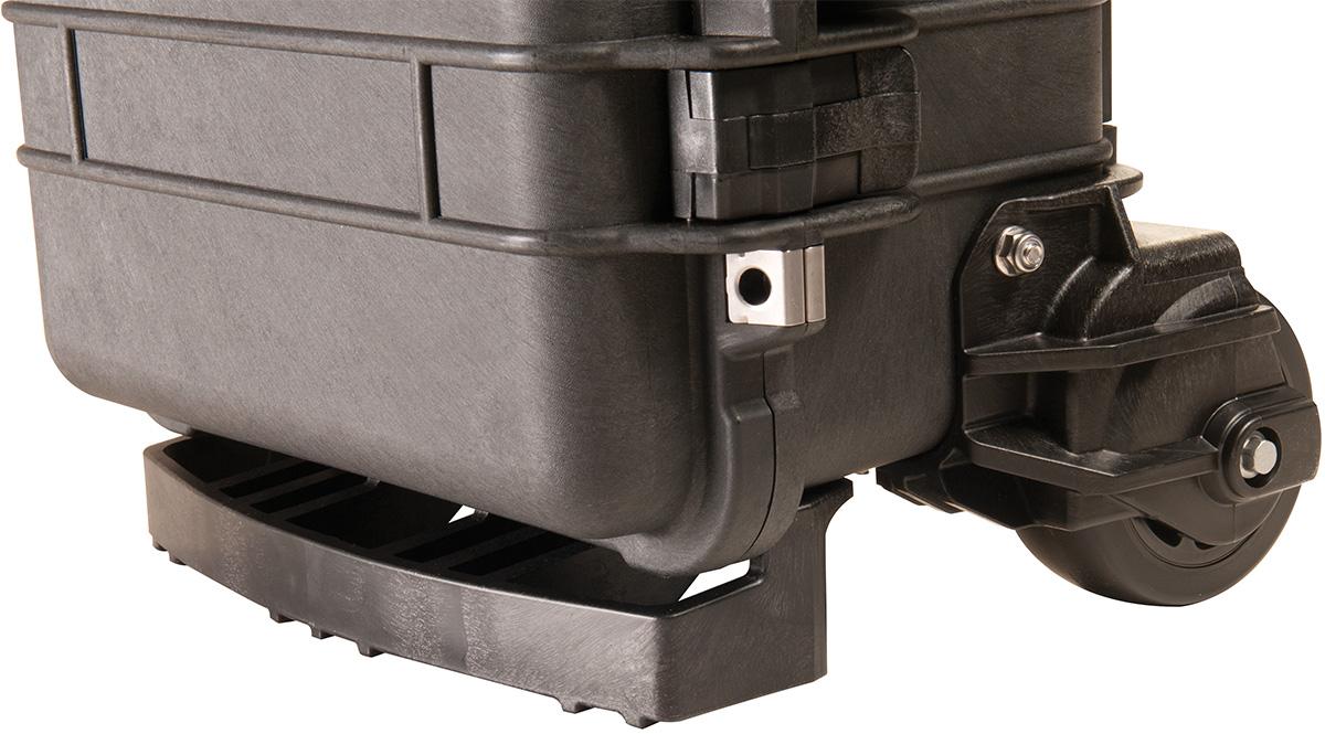 pelican peli products 1510M wheels outdoor rolling travel case