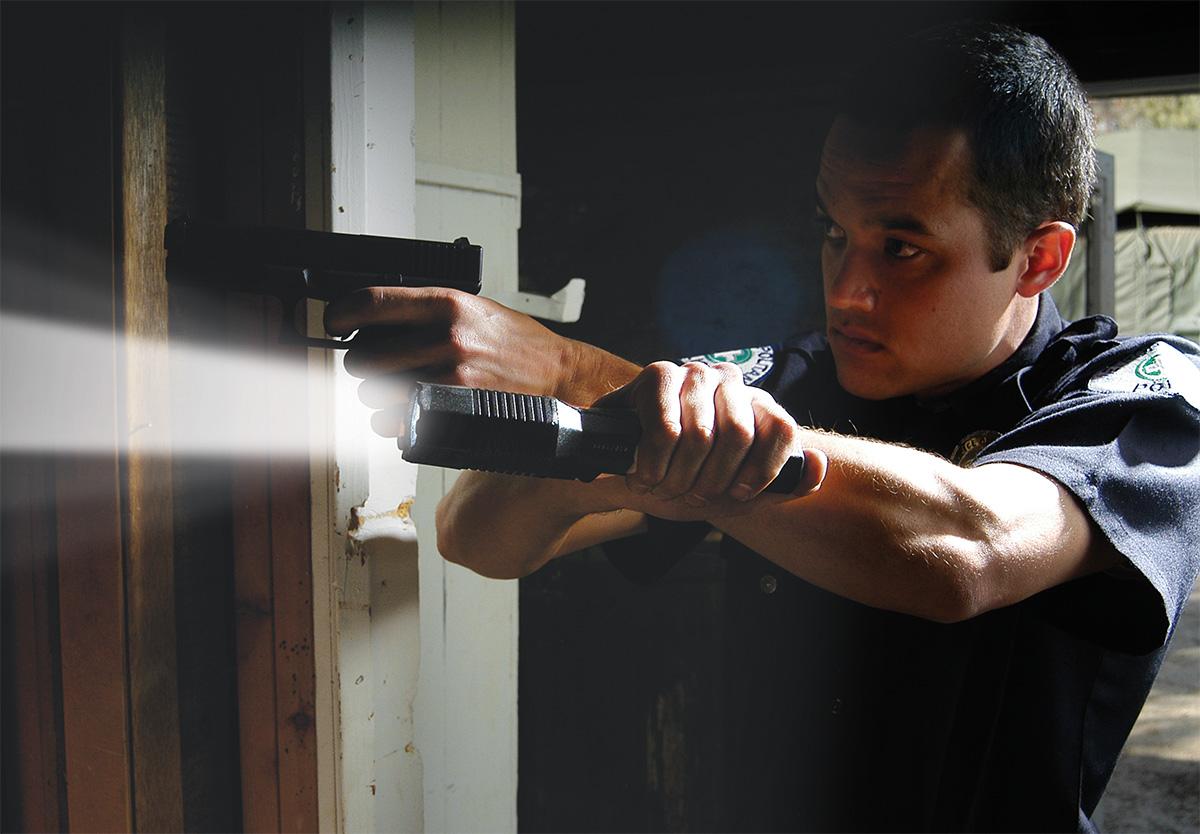 pelican peli products 7060 bright tactica led police cop flashlight