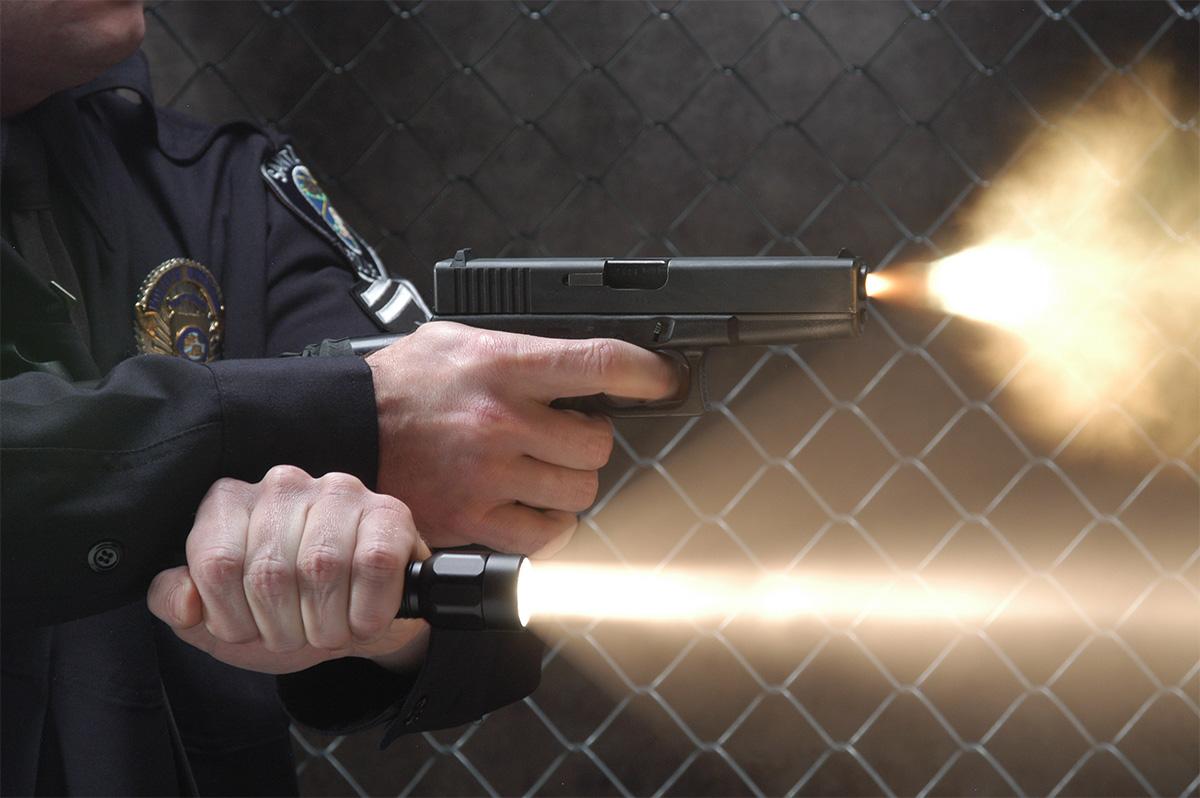 pelican peli products 2330 police cop gun tactical led flashlight