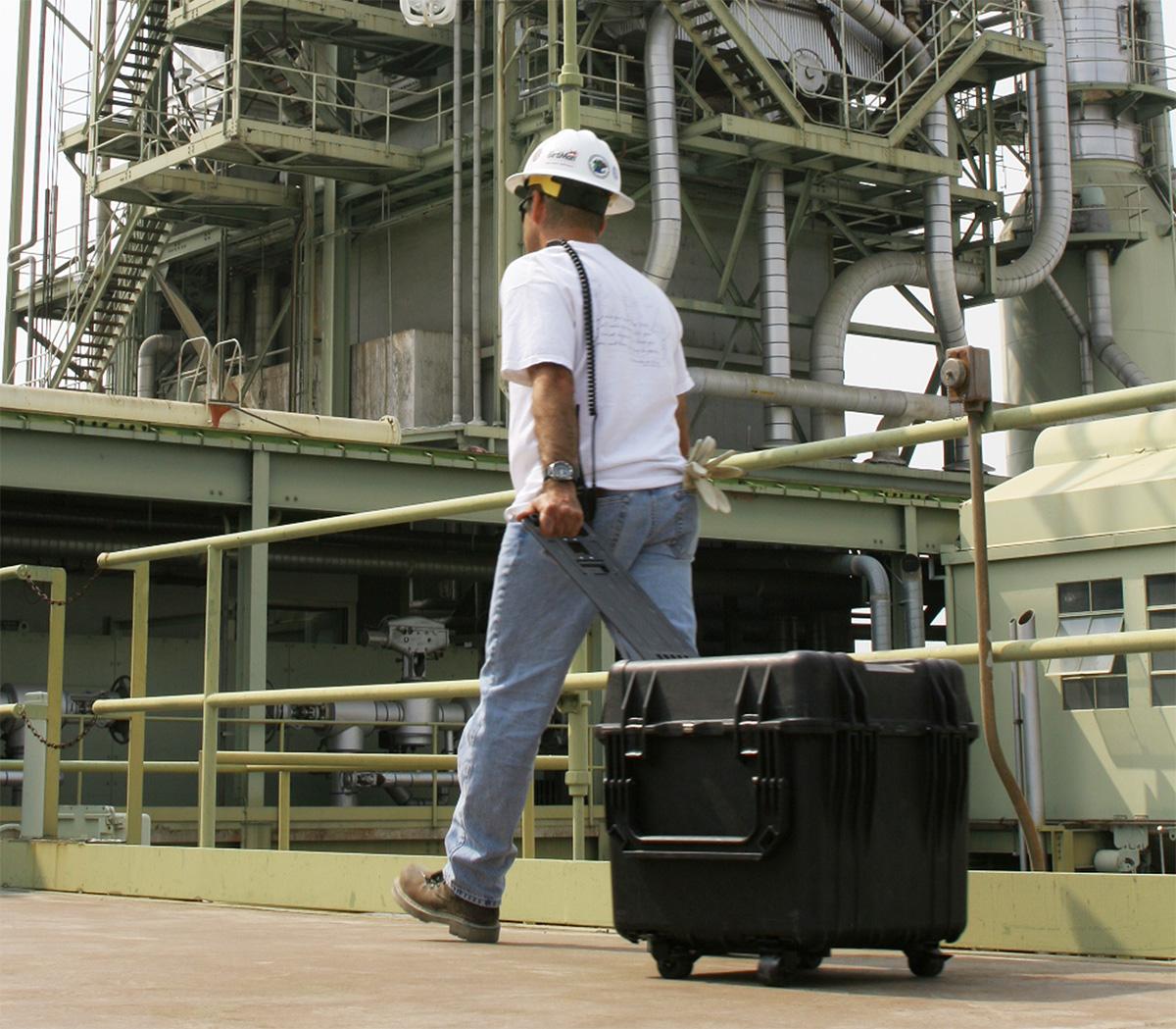 pelican peli products 0340 rolling industrial equipment hard case